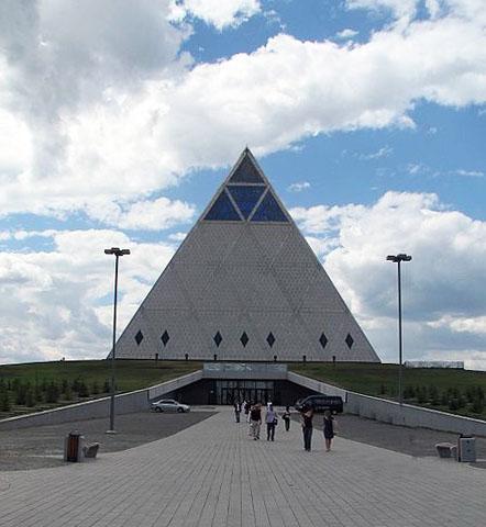 La pyramide de blagnac rennes le ch teau archive for Architecte de pyramide